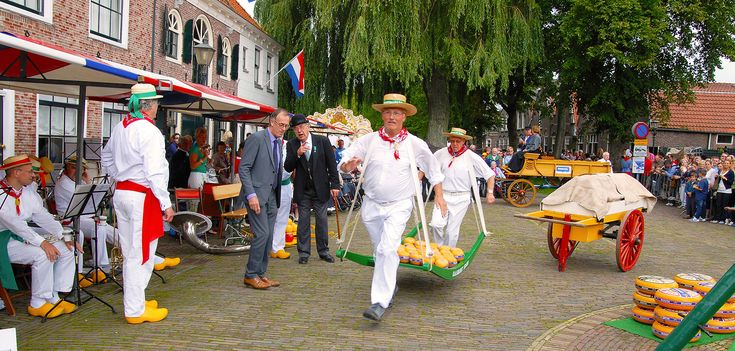 This website is about the Dutch Cheese market Edam. The Edam cheese markets take place every Wednesday from July 6 till August 31 2016.