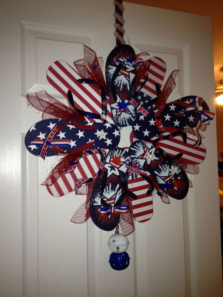 Patriotic Flip Flop Wreath my neighbor has something like this and I thought it was really cute!
