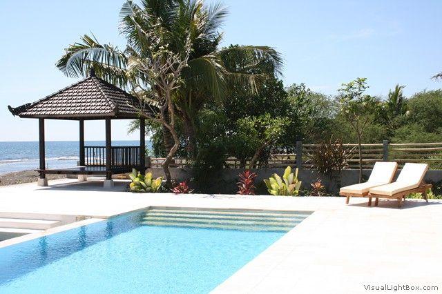 Bungalowvilla Lovina - Bali, Indonesië - Balinese bungalowvilla direct aan het strand voor 2 tot 8 personen - - mail@xclusivevillas.com of bel: 0031 (0)85 401 0902