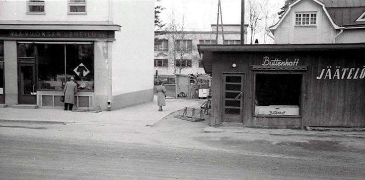Noin 1955 Imatrankoskella Tainiokoskentien varrella, KOPn talon jälkeen.