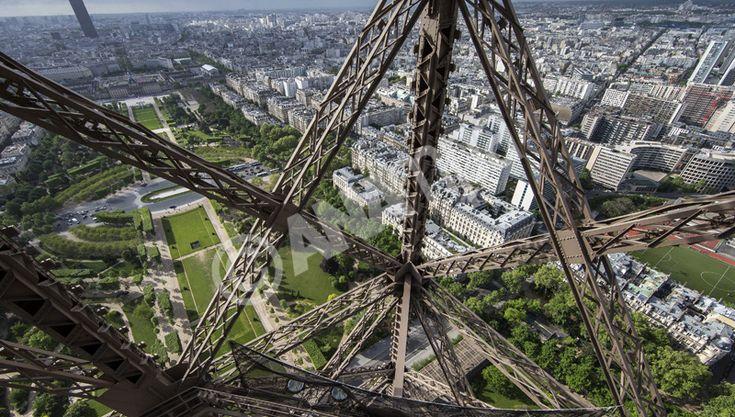 Ο Πύργος του Άιφελ έκλεισε για το κοινό εξαιτίας μιας ενδεχόμενης εισβολής