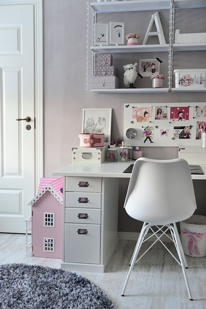 Girl´s room / desk and chair