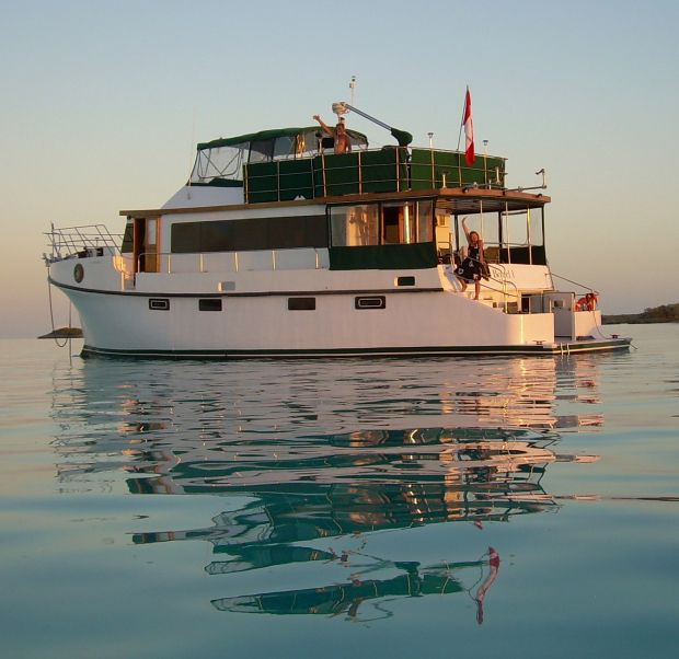 Full-Time Houseboat Living | ... and LIVE ON A BOAT FULL TIME"