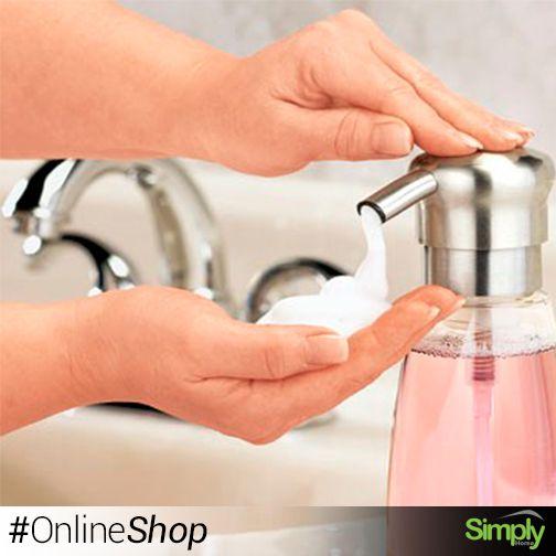 Dispensador Piramidal Grande $30.900 Práctico dispensador en acrílico de jabón líquido que le permitirá dosificar la cantidad adecuada de jabón y le ayudará a mantener el orden del baño.  #SimplyHome #SimplyHomeCol #OnlineShop #Simply #Home