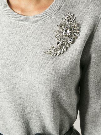 Jolie broche + pull gris en cachemire = mix stylé ! #biendansseschaussures #Wea…