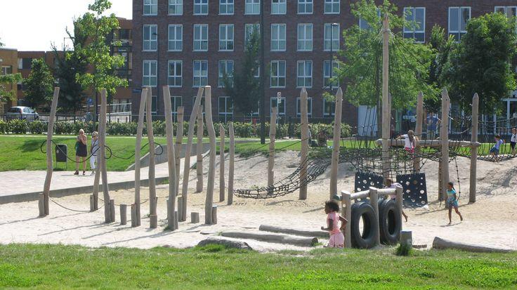 Детские площадки многих развитых стран существенно отличаются от привычных нам российских аналогов. Предлагаем Вам подборку современных детских площадок в Нидерландах.