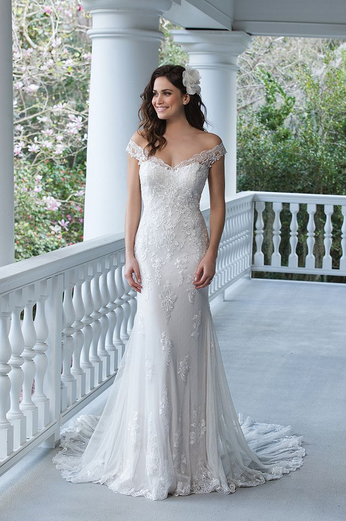587 best Gorgeous Gowns images on Pinterest | Wedding gowns, Bridal ...
