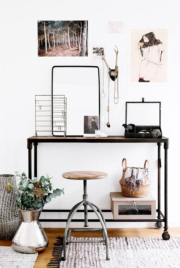 Elementi di recupero  prendono nuova vita, infatti  un vecchio carrello diventa ora una scrivania che per seduta ha uno sgabello in stile industriale, creando cosi un angolo studio #rifarecasa #maistatocosifacile grazie a #designbox & #designcard #idfsrl*