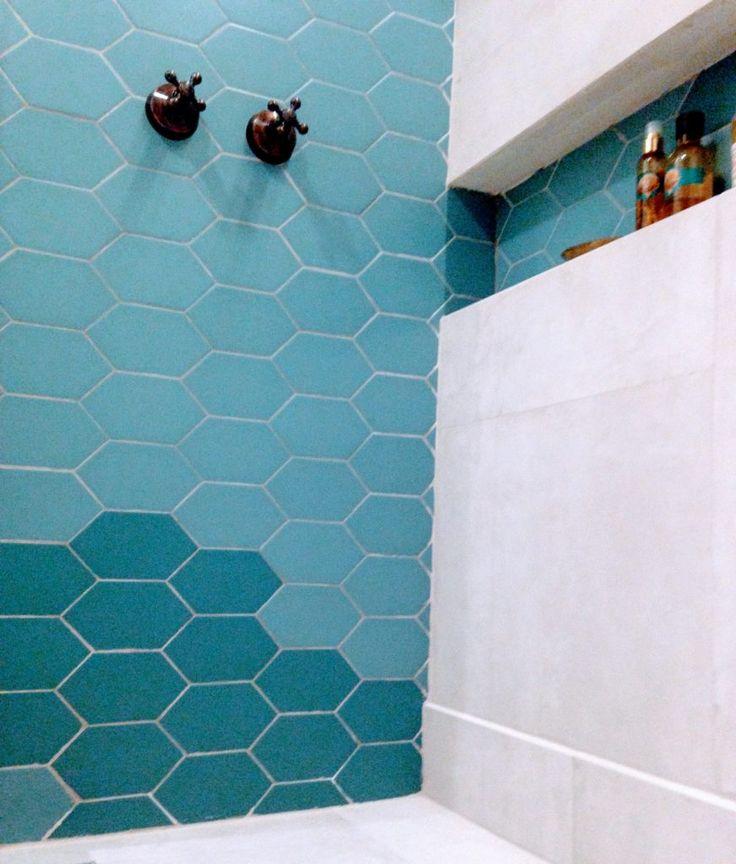 Decor + viagem - Banheiro inspirado no Marrocos / Uma viagem incrível, uma torneira trazida na bagagem e fez-se a inspiração para a reforma deste banheiro. Vem conhecer mais!