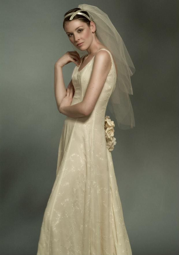 Discover the world of Makány Márta. Discover The Way We Love.   #MakanyMarta #wedding #bride #wing