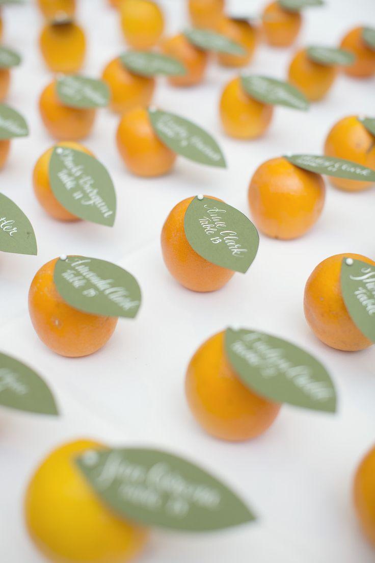 オレンジに♪ <黄色・モダンな結婚式エスコートカード・席札まとめ一覧>