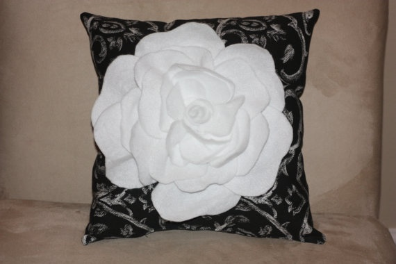 Black and White damask with felt flower by SimpleSouthernCharm,