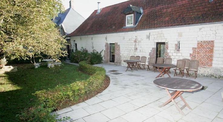 Le Clos du Moulin, www.leclosdumoulin.upps.eu, Le Clos du Moulin ist ein 3 Sterne Hotel und Restaurant in Vron, in der Nähe von Le Crotoy. Es ist heute ein Hotel mit 14 Zimmern und bietet die ideale Unterkunft für einen Besuch der Somme, Saint-Valery-sur-Somme und des Naturschutzgebiets Marquen Park.