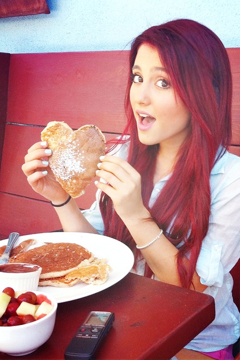 Liz Murphy (Ariana Grande)