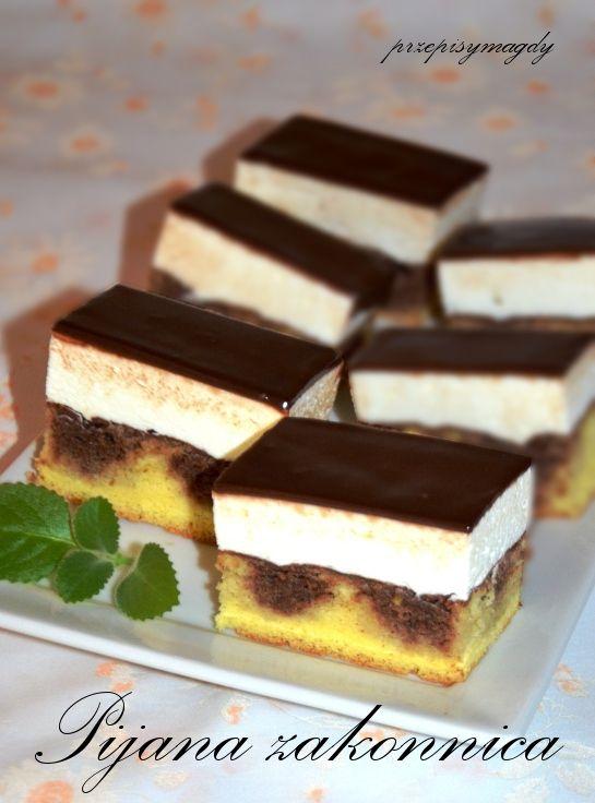 """Dziś ciasto o ciekawej nazwie ,,Pijna zakonnica"""". Pijana, bo ,,napiła się wódki"""" ,i ciasto jest dość mocno alkoholowe, wilgotne o kaka..."""