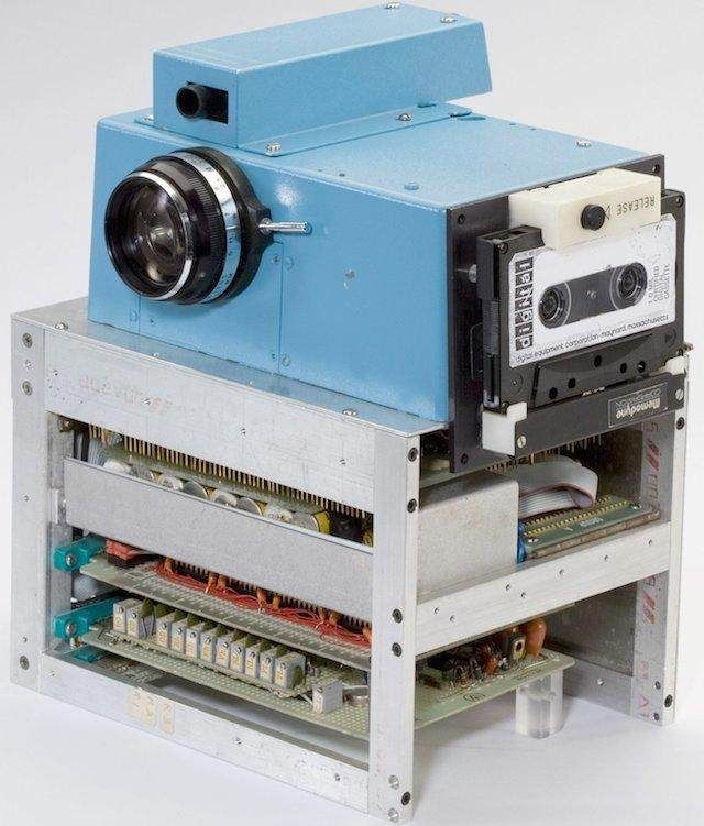 Ceci est le premier appareil photo sans pellicule, inventé en 1975. - SCMB Images