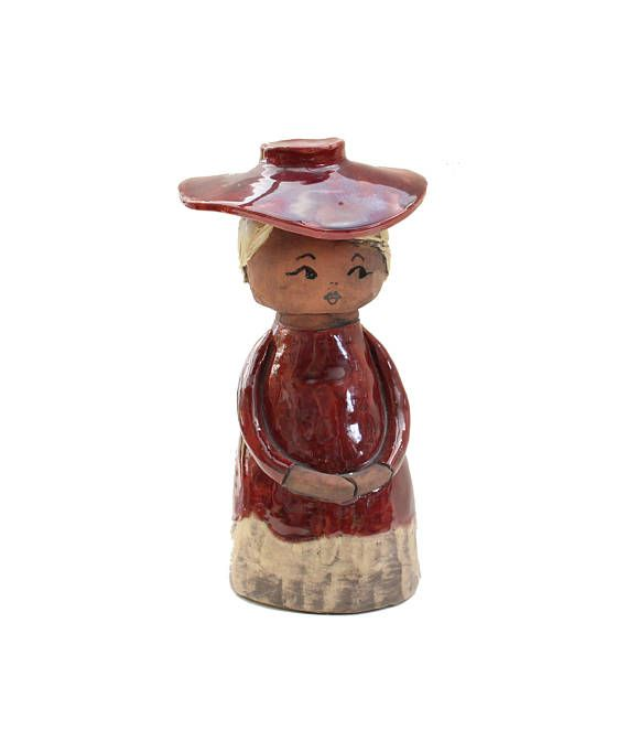 Lovely vintage retro ceramic Figurine: Old fashioned lady with