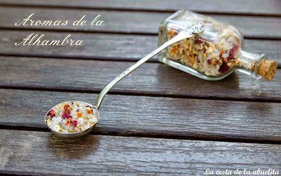 Sal aromatizada con rosas, naranja y romero. www.lacestadelaabuelita.com