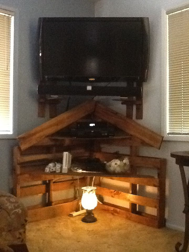 Corner Pallet Tv Stand House Pinterest Pallet Tv