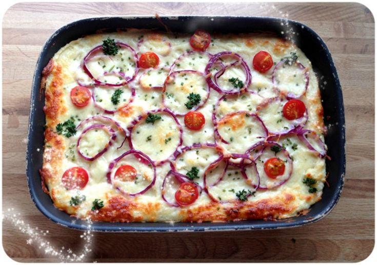 """Hei, og god søndags ettermiddag ? I går kveld laga eg middag til familien ut fra fantasien og det eg hadde tilgjengelig, og resultatet blei en tasty grateng i fire lag – kjøttsaus, sjampinjong, blomkål- og potetmos og tilslutt friske grønnsaker og ost. Gratengen inneholder masse """"skjulte"""" grønnsaker, faktisk i alle fire lagene – derfor …"""