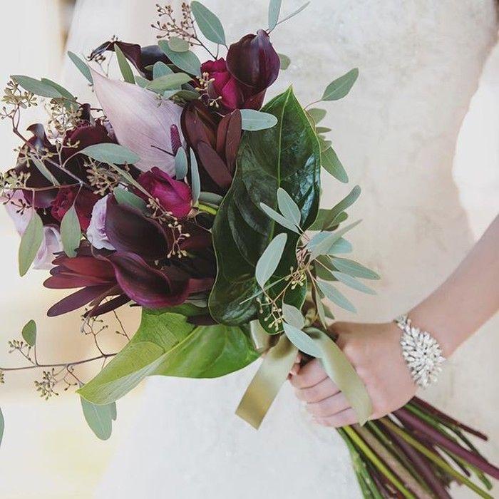 こちらは「wdwd0622」さまのシックなブーケ☆長身なので長さとボリュームを出してもらえるようオーダーされました。グレイッシュカラーの花材を使い、茎を長めに切りそろえればクラシカルなムードにもぴったりのブーケになりますね! スレンダードレスや、マーメイドドレスにもぴったり♡