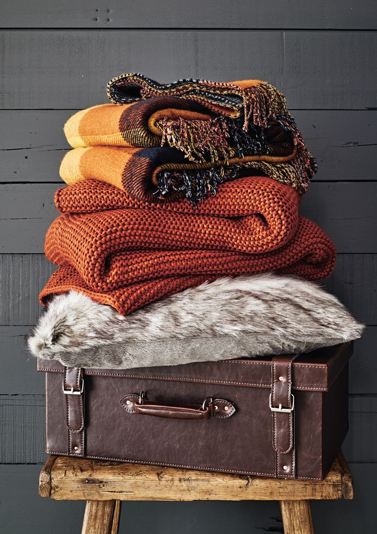 Channel ski lodge chic with chunky knit cushions and throws  Burnt orange  shades   Fall Bedroom. Best 25  Fall bedroom ideas on Pinterest   Fall bedroom decor