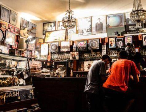 Bar + negozio di dischi = successo.   Vi raccontiamo la storia di Bar Brunori Caffè e Vinile diventato locale cult grazie a un'intuizione. #impresapossibile