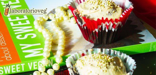 cupcakes al cioccolato vegan ricoperti da crema di burro di arachidi