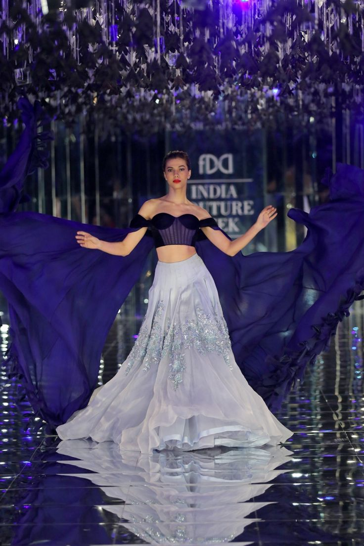 Manish Malhotra's collection was also reflective of how the designer's eponymous label has evolved over the years and it was beyond beautiful.  #ICW2017  https://www.perniaspopupshop.com/