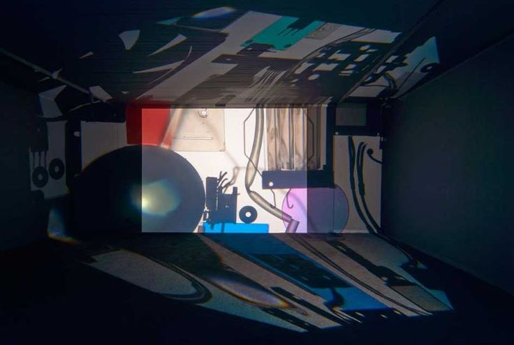 "Max Sudhues ""Shadows Of The Future (APTI AP-1500sX)"", 2015, Overhead-Projektor und Beamerteile, Maße variabel © VG Bild-Kunst, Bonn 2015, Foto: Helmut Kunde"