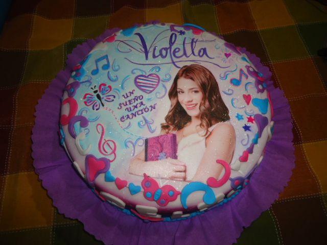 Torta de Violetta // Pastel de Violetta // Violetta  cake  //  Vilma Reyes  Tlf  0212 9435601 // 0416 4164005 // Caracas-Venezuela // (Pedidos por encargo)