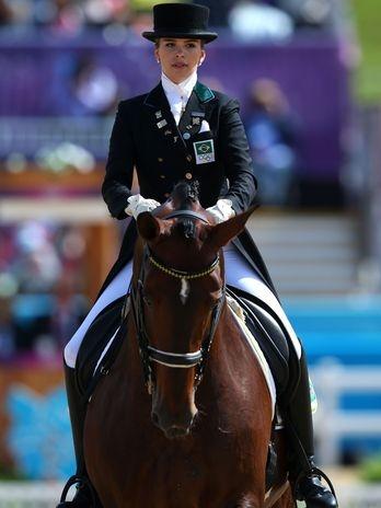A amazona Luiza Almeida, 20 anos, estreou nesta quinta-feira nos Jogos Olímpicos de Londres. No primeiro dia da competição individual do adestramento, a brasileira terminou na 22ª colocação, com 65.866 pontos, em desempenho que pode ser considerado discreto  Foto: Getty Images