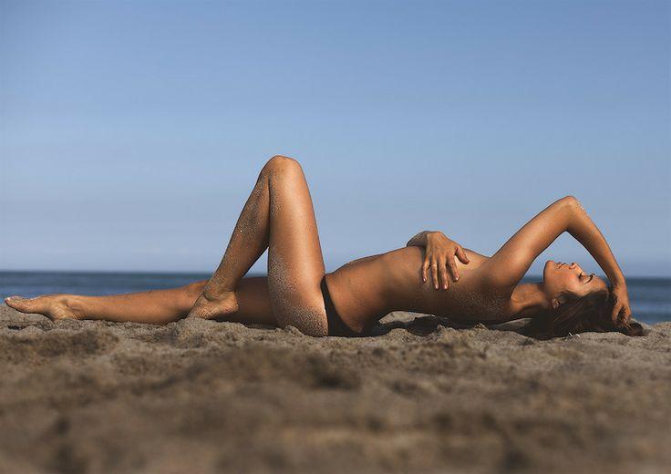beach boudoir for guam. Pose