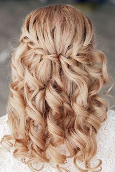 Abiball hairstyles: The most beautiful looks for the lavish party!