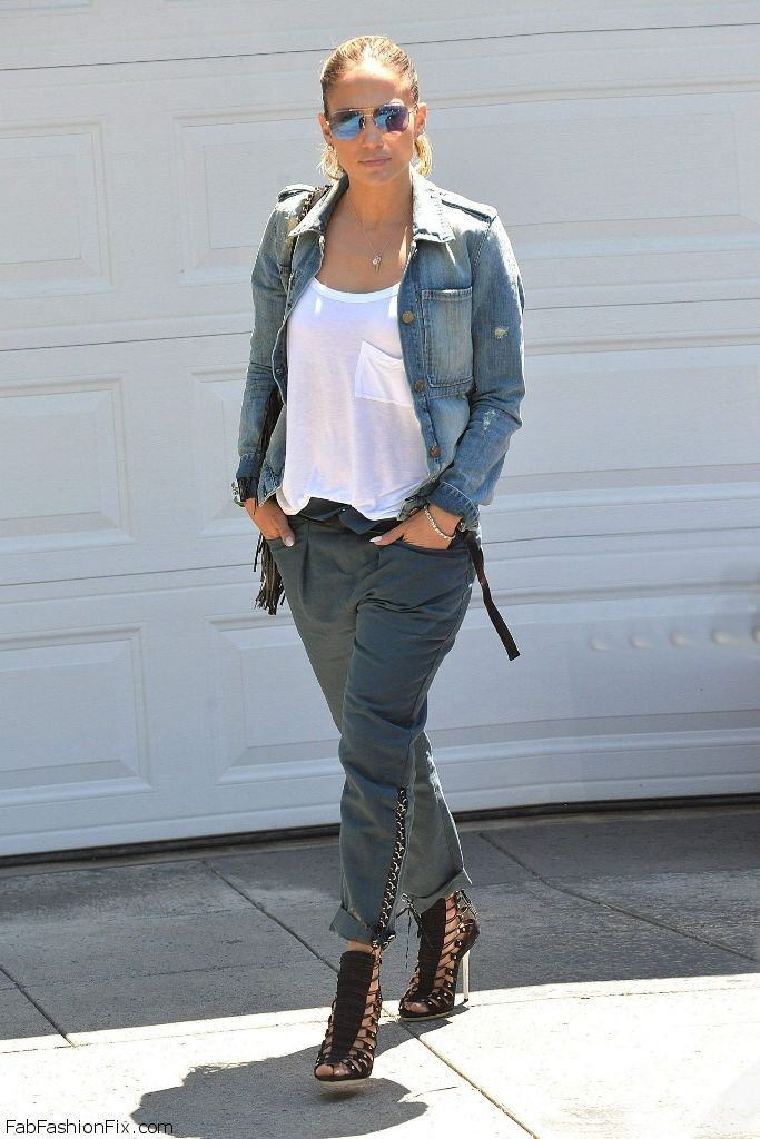 Jennifer Lopez street style with denim jacket. #jenniferlopez