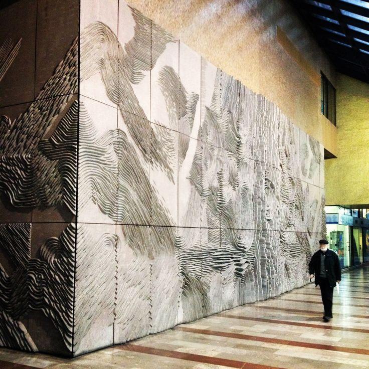 Mural escultórico edificio Forum, Federico Assler. Escultor chileno.