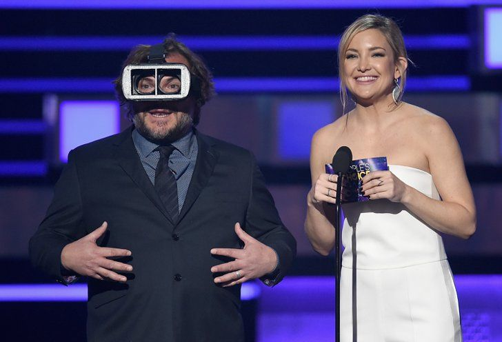 Pin for Later: Kate Hudson Arrives Solo at the People's Choice Awards After Her Ski Trip With Nick Jonas
