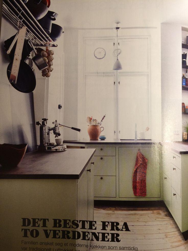 Grønt kjøkken, mørk benkplate