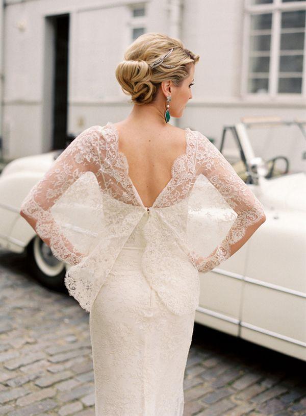 No vi como es adelante, pero interesanteee @Ada Sánchez Echevarría  lace sleeve elie saab wedding dress