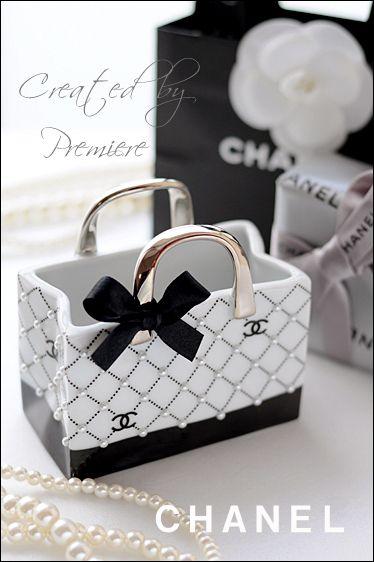 バック型白磁でccマークブランド風ペン立て*+。 |『premiere プルミエール 』ポーセラーツ&clayサロンのopenを夢見て♡ Chanel Pinterest Chanel