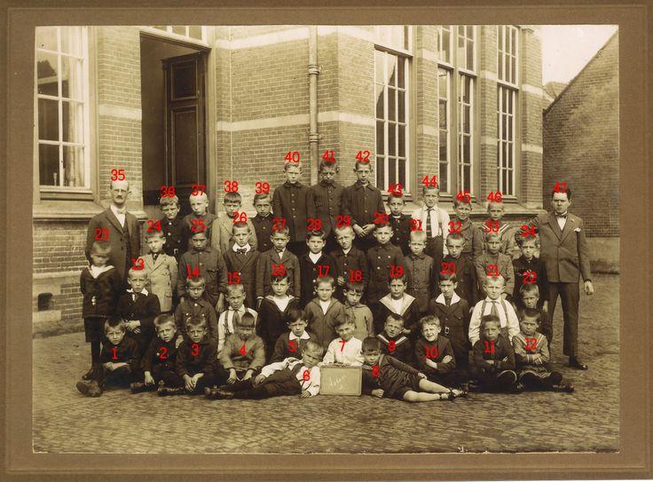3e klas jongensschool op de markt 1924-1925