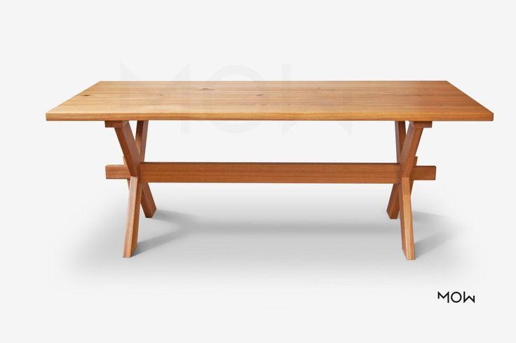 Stůl ideální pro chaty a chalupy. Masivní dřevo borovice nebo dub.