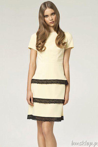 Elegancka sukienka idealna na każdą okazję. - prosty krój - krótki #rekaw - półokrągły #dekolt - odcinana w talii - dół zdobią trzy #falbanki z czarnej koronki - zapinana z tyłu na kryty #zamek Skład: 60% #poliester, 35% #wiskoza, 5% elastan... #Sukienki - http://bmsklep.pl/sukienki