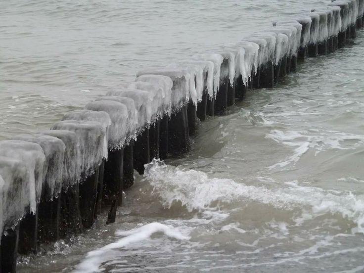 So könnte es bald wieder aussehen. Winterzeit am Strand von Graal-Müritz. Gut das es in der Graal-Mueritz Ferienwohnung warm ist. http://graal-mueritz.info/ferienwohnung @graalmueritz #GraalMüritz #Graal #Mueritz #GraalMueritz #Ostsse #Strand #Ferienwohnung #FEWO #Hotel #Urlaub