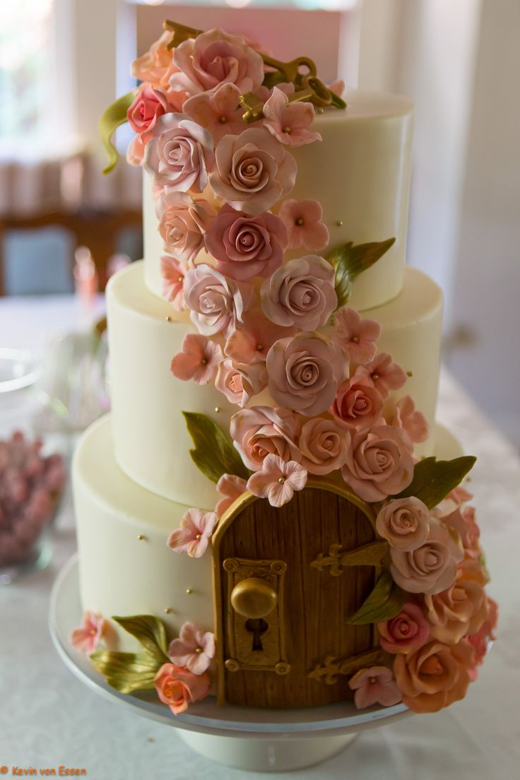 Secret Garden theme cake created by Studio Cake (Menlo Park, CA) - wedding of Melissa & Derek Hobson / Photo (c) Kevin Von Essen - with permission