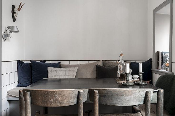 Platsbygga sittbänk i köket – skapar plats, förvaring och stil