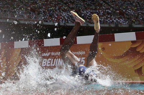 パナマのベル、水濠で激しく転倒―第15回世界陸上