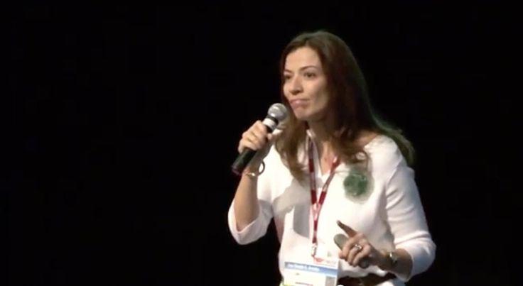 A morte é um dia que vale a pena viver | Dra. Ana Claudia Quintana Arantes - Geriatra especialista em Cuidados Paliativos | TEDx FMUSP