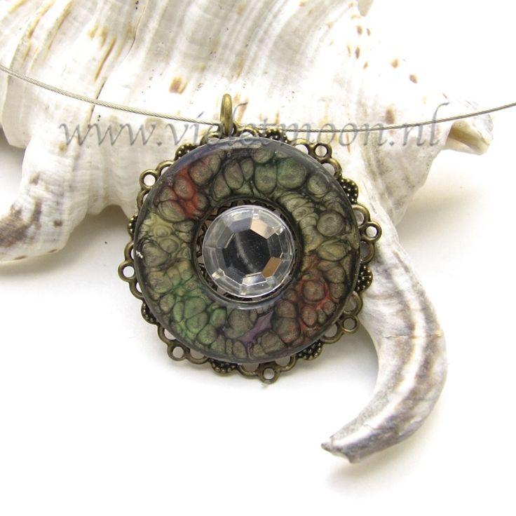 In mijn webwinkel!!!    RVS ringen beschilderd met speciale effect verf hangers. :)