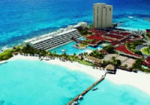 The Best Cancun Resorts for Families (Beware, Yours Might Never Want to Leave): Dreams Cancun Resort and Spa